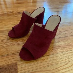 NEVER WORN -NEW PUMPS (wine color)